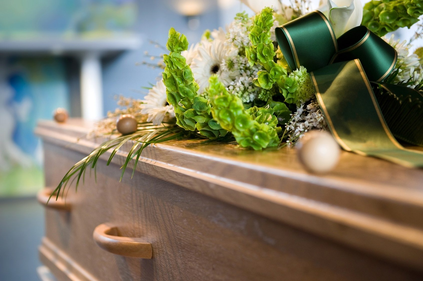 choose_the_right_casket_for_your_loved_one_when_planning_the_funeral